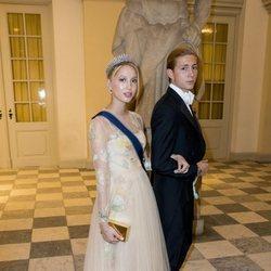 Tino de Grecia y la Princesa María Olympia en la cena de gala del 50 cumpleaños de Federico de Dinamarca