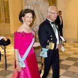 Los Reyes Carlos Gustavo y Silvia de Suecia en la cena de gala del 50 cumpleaños de Federico de Dinamarca