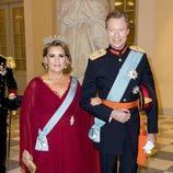 Los Grandes Duques Enrique y Teresa de Luxemburgo en la cena de gala del 50 cumpleaños de Federico de Dinamarca