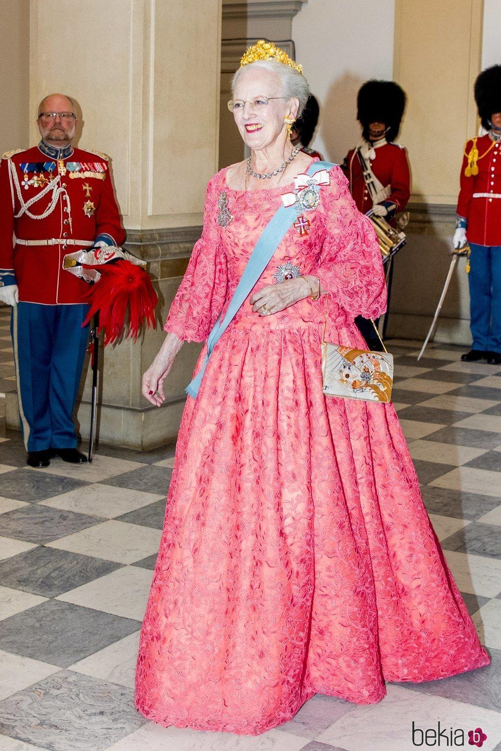 La Reina Margarita de Dinamarca en la cena de gala del 50 cumpleaños de Federico de Dinamarca