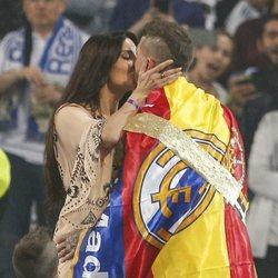 Pilar Rubio y Sergio Ramos besándose durante la celebración de la Champions League 2018