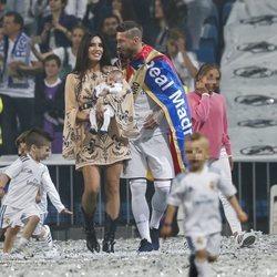 Sergio Ramos con Pilar Rubio y sus tres hijos celebrando la victoria del Real Madrid