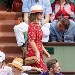 Pippa Middleton luciendo tripa de embarazada en el Roland Garros 2018
