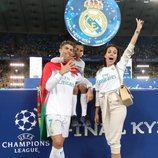 Georgina Rodríguez y Cristiano Ronaldo Jr celebrando con Cristiano Ronaldo la Champions Legaue 2018