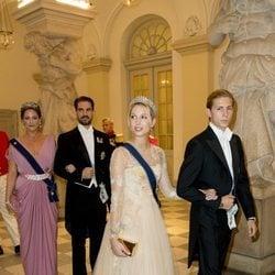 Olympia, Tino, Theodora y Felipe de Grecia en la cena de gala del 50 cumpleaños de Federico de Dinamarca
