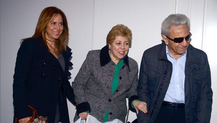 Lucila y William Mebarak con Nidia Ripoll de paseo por Barcelona