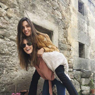 Isabel Jiménez y Sara Carbonero divirtiéndose juntas en Navalacruz