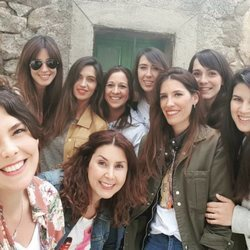 Isabel Jiménez y Sara Carbonero con otras amigas en Navalacruz