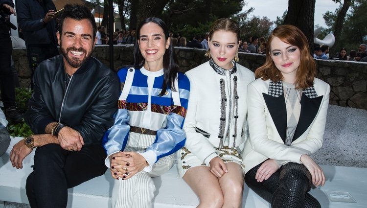 Justin Theroux, Jennifer Connelly, Léa Seydoux y Emma Stone en el desfile Louis Vuitton Cruise 2019