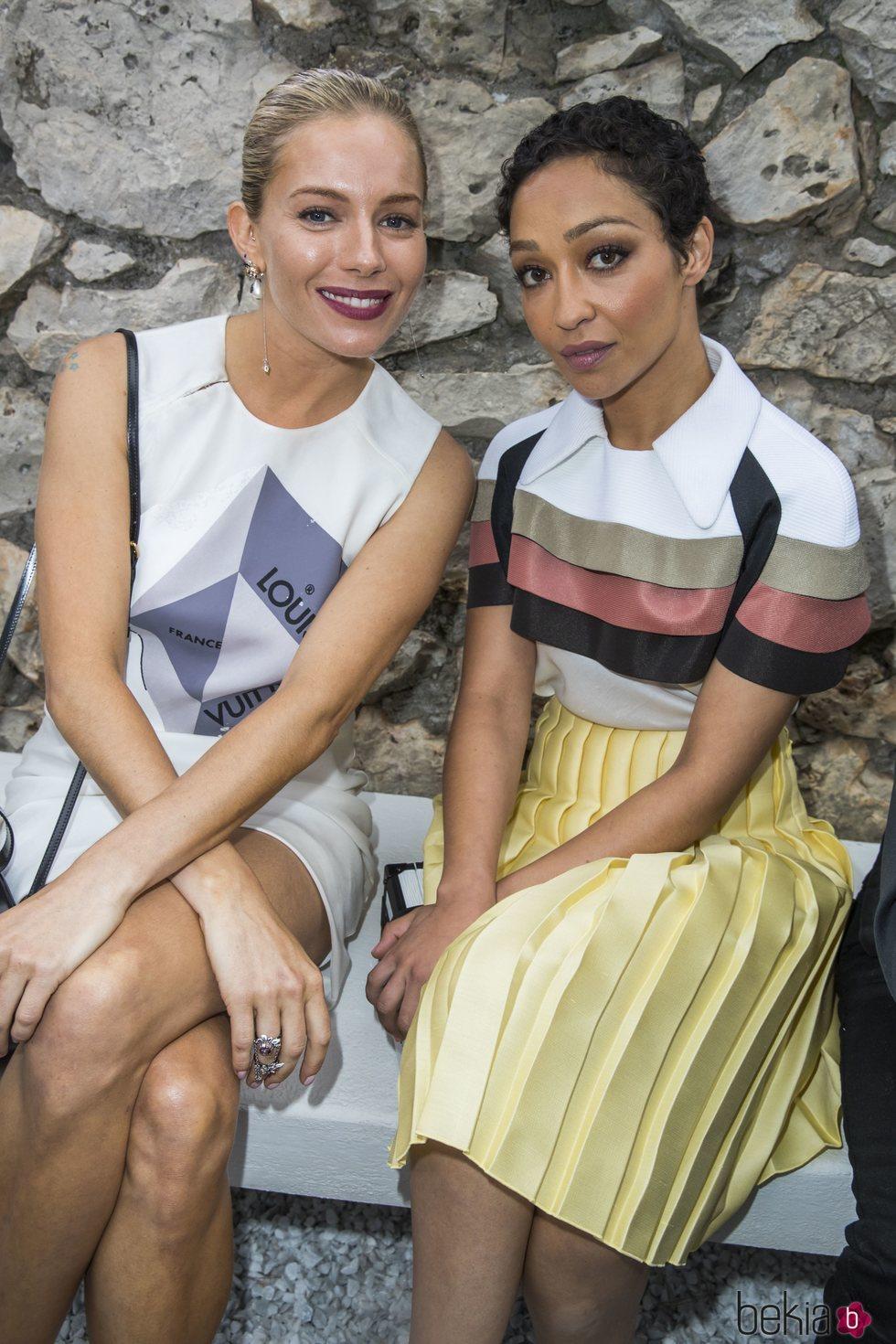 Sienna Miller y Ruth Negga en el desfile Louis Vuitton Cruise 2019