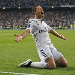 Chicharito celebrando un gol con el Real Madrid