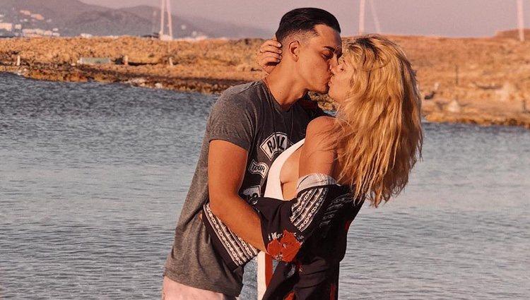 Anita Matamoros y su primer novio confirman con un beso su reconciliación