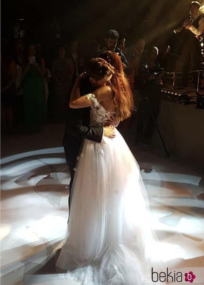 Sergi Roberto y Coral Simanovich bailando en su boda en Tel Aviv