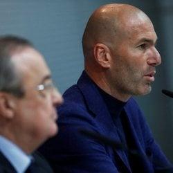 Zidane presenta su dimisión acompañado de Florentino Pérez