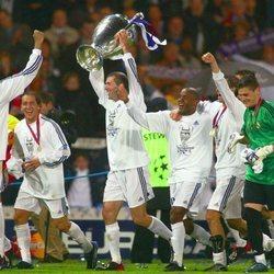 Zidane con la Champions League de Glasgow en 2002