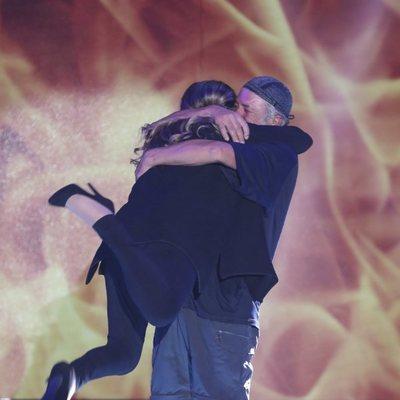 Francisco se abraza a su mujer Paca a su llegada al plató de 'Supervivientes 2018'