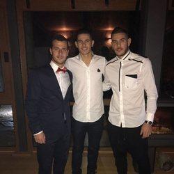 Theo y Lucas Hernández junto a un amigo en la Nochevieja de 2016