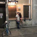 Pilar Rubio dando un beso a Sergio Ramos en las calles de Berlín