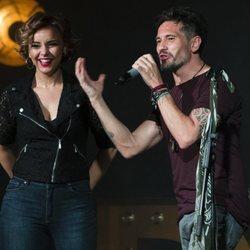 Chenoa y David de María en el escenario