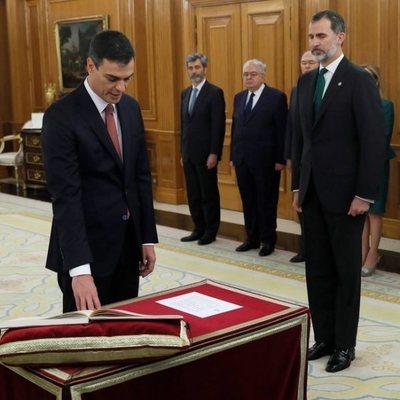 Pedro Sánchez promete su cargo como presidente del Gobierno ante el Rey Felipe