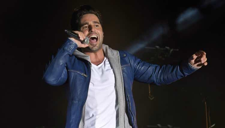 David Bustamante ofreciendo un concierto en Estepona dentro de su 'Tour Amor de los Dos'
