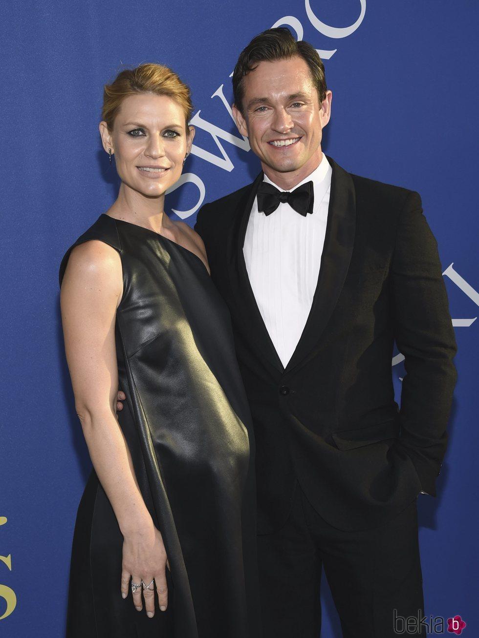 Claire Danes y Hugh Dancy en la alfombra roja de los CFDA Fashion Awards 2018
