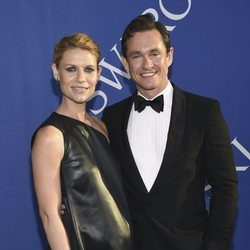 Claire Danes y Hugh Dancy en la alfombra roja de los CFDA Fashion Awards 2018