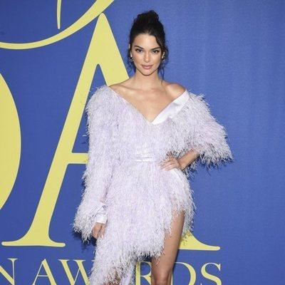 Kendall Jenner en la alfombra roja de los CFDA Fashion Awards 2018