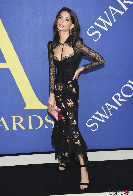 Emily Ratajkowski en la alfombra roja de los CFDA Fashion Awards 2018