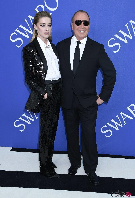 Amber Heard y Michael Kors en la alfombra roja de los CFDA Fashion Awards 2018
