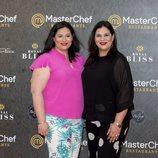 Las gemelas de 'MasterChef', Virginia y Raquel, en la inauguración del restaurante del programa en Madrid