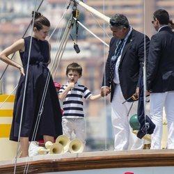 Carlota Casiraghi y Raphael Elmaleh durante la salida de la 1 ª Serie Mónaco Globo