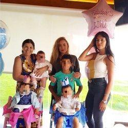 Georgina Rodríguez y Dolores Aveiro celebrando el cumpleaños de los mellizos Eva y Mateo