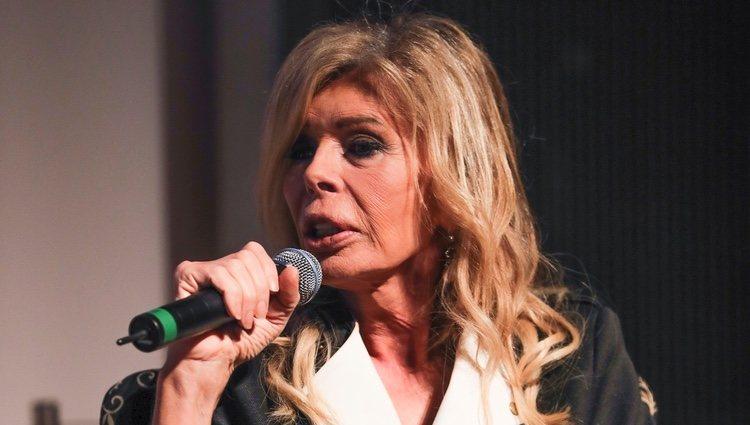 Bibiana Fernández en un acto homenaje a David Delfín