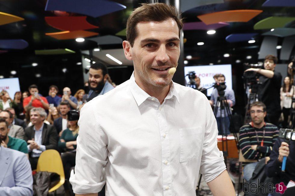 Iker Casillas en una presentación con 'Sportium'