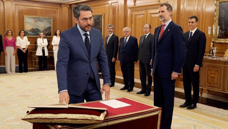 Màxim Huerta prometiendo su cargo de Ministro de Cultura y Deporte ante el Rey Felipe