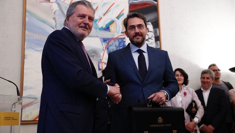 Màxim Huerta recibe la cartera de Ministro de Cultura y Deportes de la mano de Íñigo Méndez de Vigo