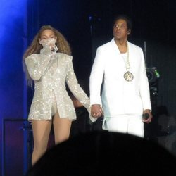 Beyoncé y Jay Z en el primer concierto de la gira 'On The Run II' en Cardiff (Reino Unido)