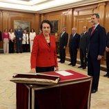 Magdalena Valerio prometiendo su cargo de Ministra de Trabajo ante el Rey Felipe