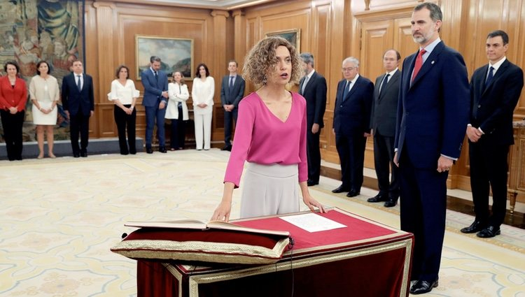 Meritxell Batet prometiendo su cargo de Ministra de Política Territorial y Función Pública ante el Rey Felipe
