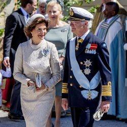 Carlos Gustavo y Silvia de Suecia en el bautizo de Adrienne de Suecia