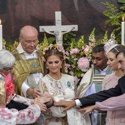 Adrienne de Suecia con Magdalena de Suecia y sus padrinos en su bautizo