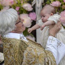 Antje Jackelén con Adrienne de Suecia en su bautizo