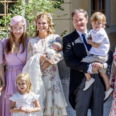 Magdalena de Suecia y Chris O'Neill con sus hijos Leonor, Nicolas y Adrienne y su sobrina Anouska d'Abo