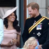 Los Duques de Sussex en el balcón del Palacio de Buckingham en el Trooping The Colour 2018
