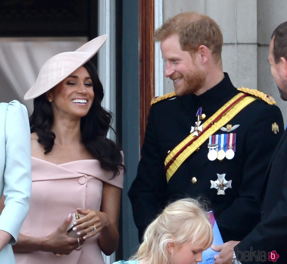 Los Duques de Sussex en el balcón del Palacio de Buckingham en el Trooping The Colour 2018