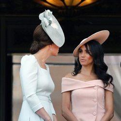 Meghan Markle y Kate Middleton en el balcón del Palacio de Buckingham en el Trooping The Colour 2018