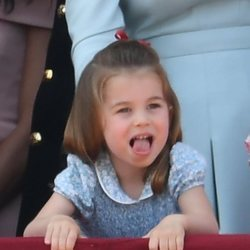 La Princesa Carlota de Cambridge en el balcón del Palacio de Buckingham en el Trooping The Colour 2018