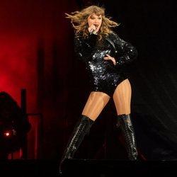 Taylor Swift durante uno de sus conciertos de la gira 'Reputation' en Los Ángeles