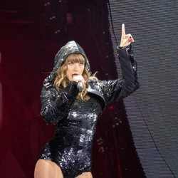 Taylor Swift dando un concierto de su gira 'Reputation' en Chicago